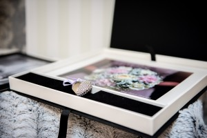 A beautiful way to store prints for any occasion. Mount boxes come complete with 10 10x8 photos of your choice in 10 mounts in Black or White,usb with photos of the day and a luxury gift bag.Ideal gift for friend or family.